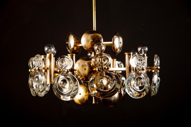 Gaetano Sciolari Fabulous Brass and Glass Lens Chandelier, Italy, 1960s In Excellent Condition For Sale In Rome, IT
