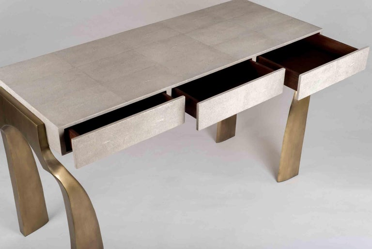 French Galaxy Writing Desk in Cream Shagreen and Bronze-Patina Brass by Kifu Paris For Sale