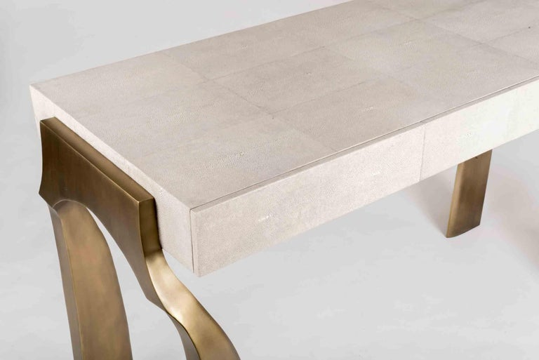 Galaxy Writing Desk in Cream Shagreen and Bronze-Patina Brass by Kifu Paris In New Condition For Sale In New York, NY