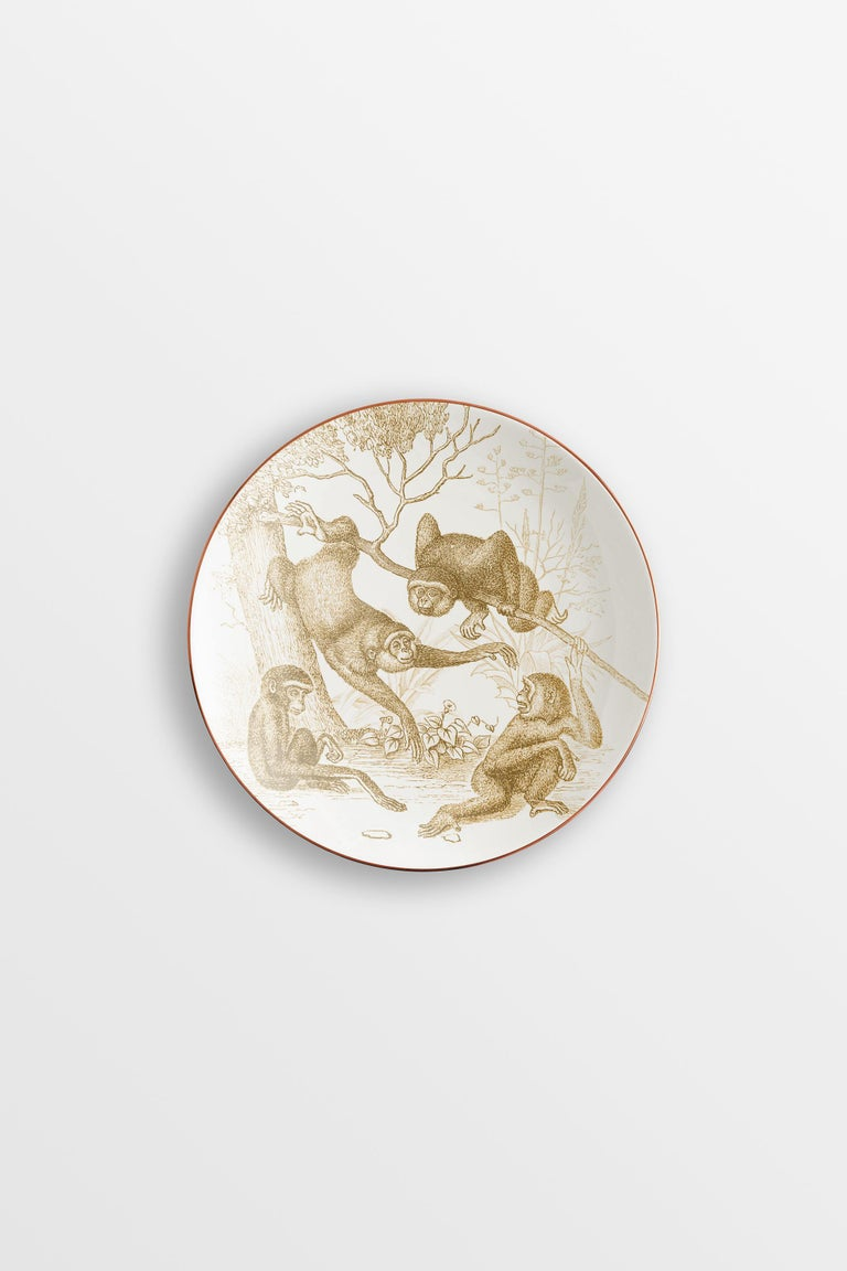 In the vicinity of a Buddhist temple, the slow and cyclical flow of time is outlined. The Galtaji collection tells an Indian astronomical garden, where monkeys populate the branches of the trees in their daily activities. Everything is shrouded in