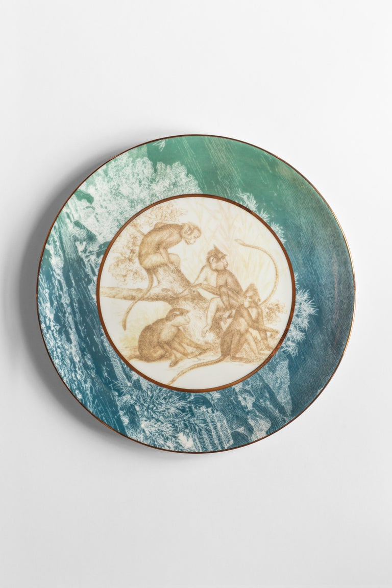 Galtaji, Six Contemporary Porcelain Dinner Plates with Decorative Design For Sale 3