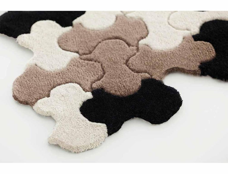 Modern, different and surprising designs. Everything is possible with this. Technique, which is clearly a completely handmade process. Materials: 100% wool. Technique: Hand tufted.