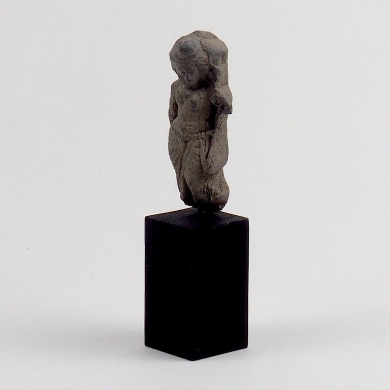 Gandhara Female Deity, 2nd-3rd Century In Fair Condition For Sale In London, GB