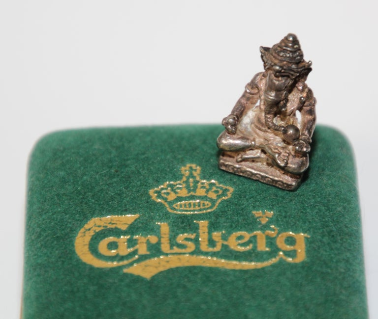 Vintage silver Hindu Ganesh collectible Hindu diety statue amulet India. Silver amulet in original green velvet box. Hindu gift their loved ones with this amulet for protection, Ganesh is widely revered as the remover of obstacles. Box: 2