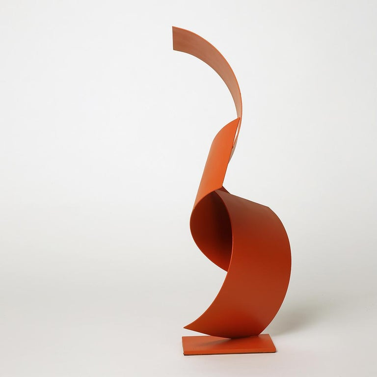 With vivid colours and abstract shapes, Gareth's sculptures float between sculpture and architecture. His inspiration, centred on North American minimalist architecture, led him to create pieces with simplified and organic forms. The artist usually