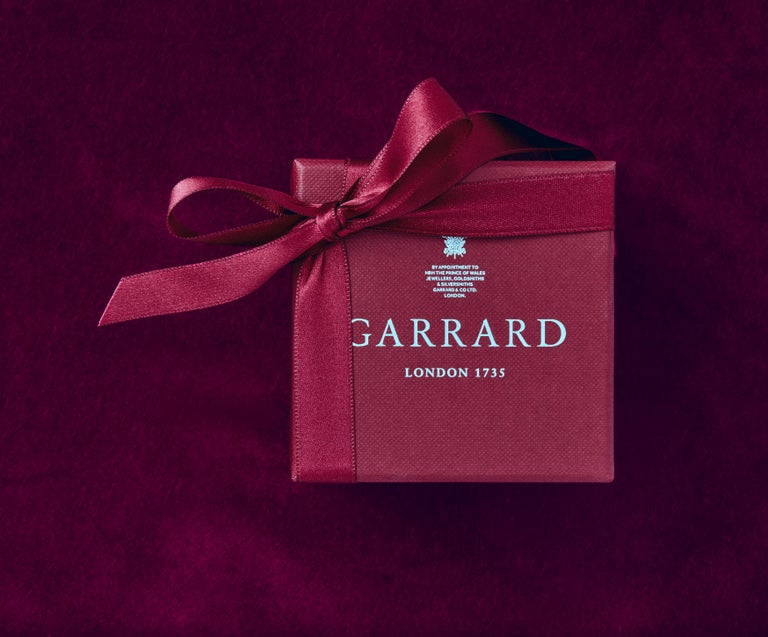 Garrard 1735 Platinum GIA Oval Ruby & White Diamond Cluster Drop Pendant In New Condition For Sale In London, London