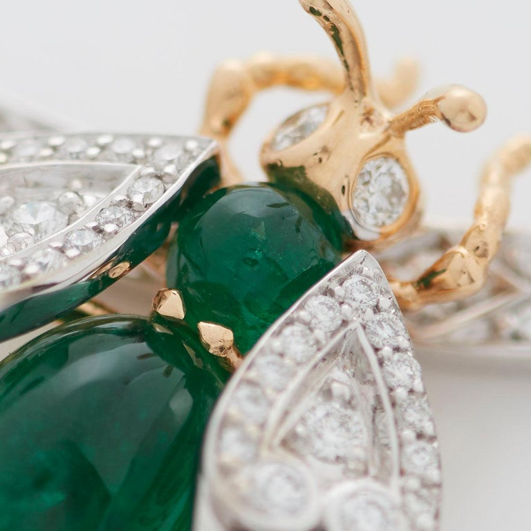 Garrard 'Enchanted Palace 18 Karat Emerald Cabachon and Diamond Bug Necklace In New Condition For Sale In London, London