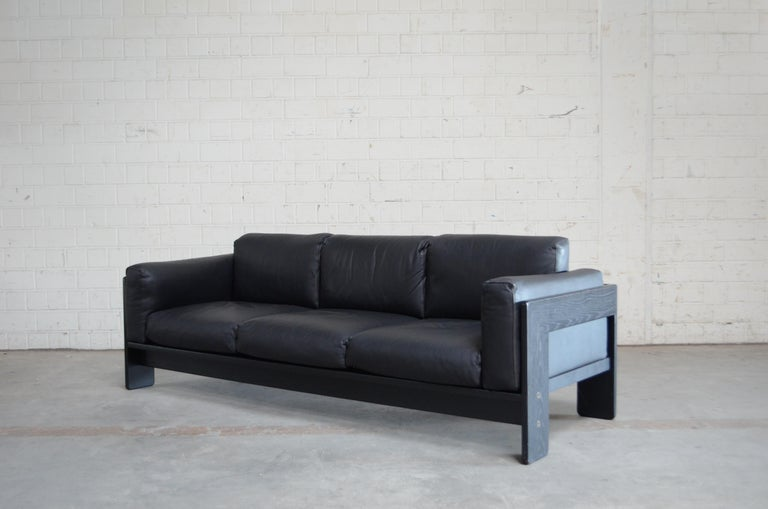Mid-Century Modern Gavina Leather Sofa Model Bastiano design Tobia & Afra Scarpa For Sale