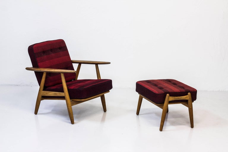GE-240 Easy Chair and Ottoman by Hans J. Wegner In Excellent Condition For Sale In Stockholm, SE