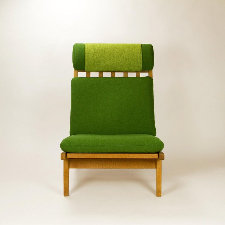 GE 375 side chair in oak and new Kvadrat Hallingdal 65 contrasting green upholstery. New Pirelli webbing under the seats. Hallingdal 65 color references are 960 and 980. Please contact us if you would like to discuss upholstery options.