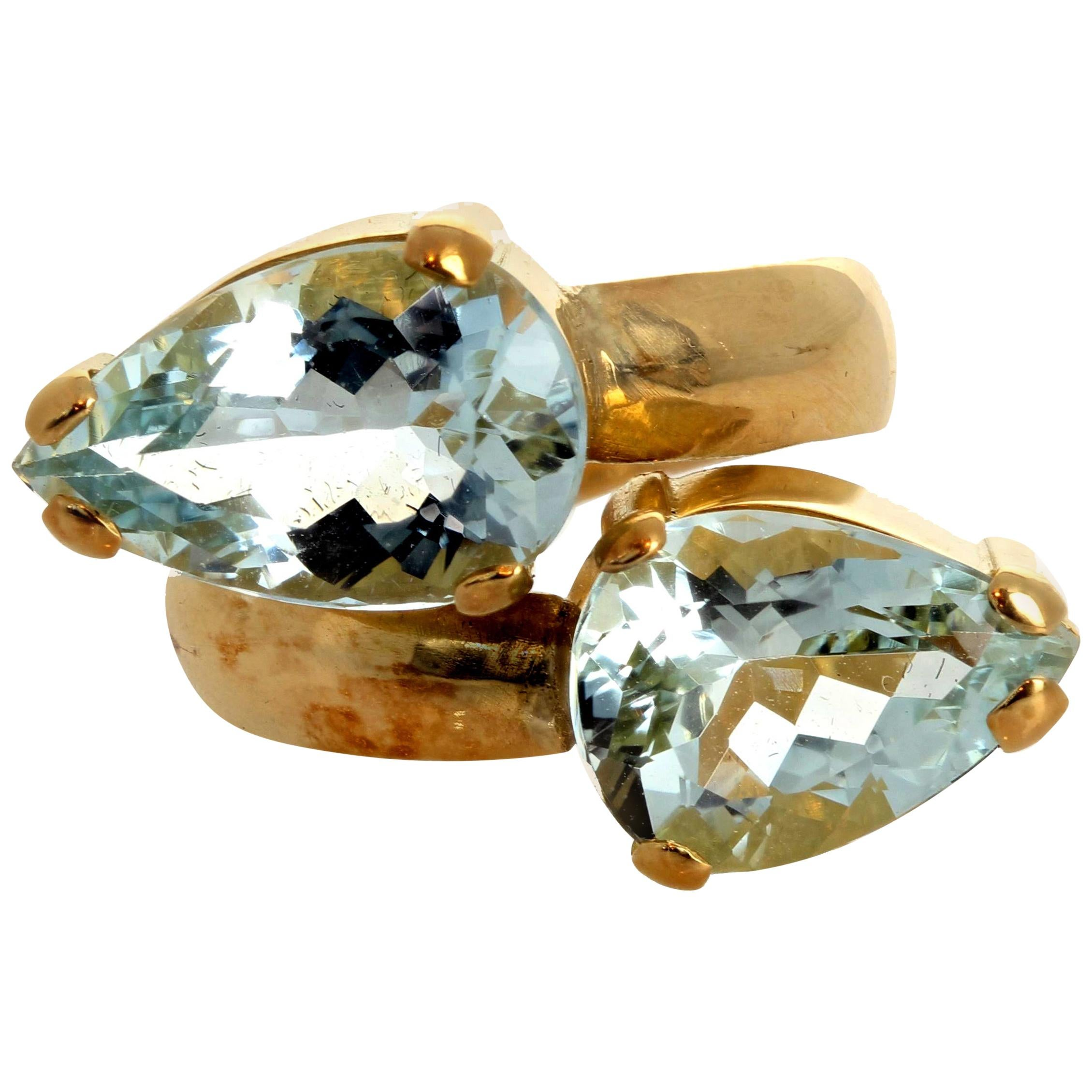 Gemjunky 2 Brilliant Sparkling 6 Ct Pear Cut Blue Aquamarines in 18k Gold Ring