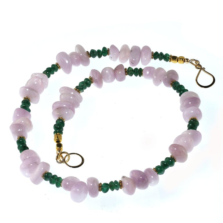 Gemjunky Glowing Kunzite and Aventurine Necklace for Summer Fun For Sale 2