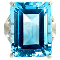 "Gemjunky ""Hollywood Glam"" Emerald Cut Intense Sky Blue 30.26Ct Topaz Silver Ring"