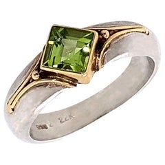 Gemjunky Sparkling Peridot in Sterling Silver Ring with 18 Karat Gold Accents