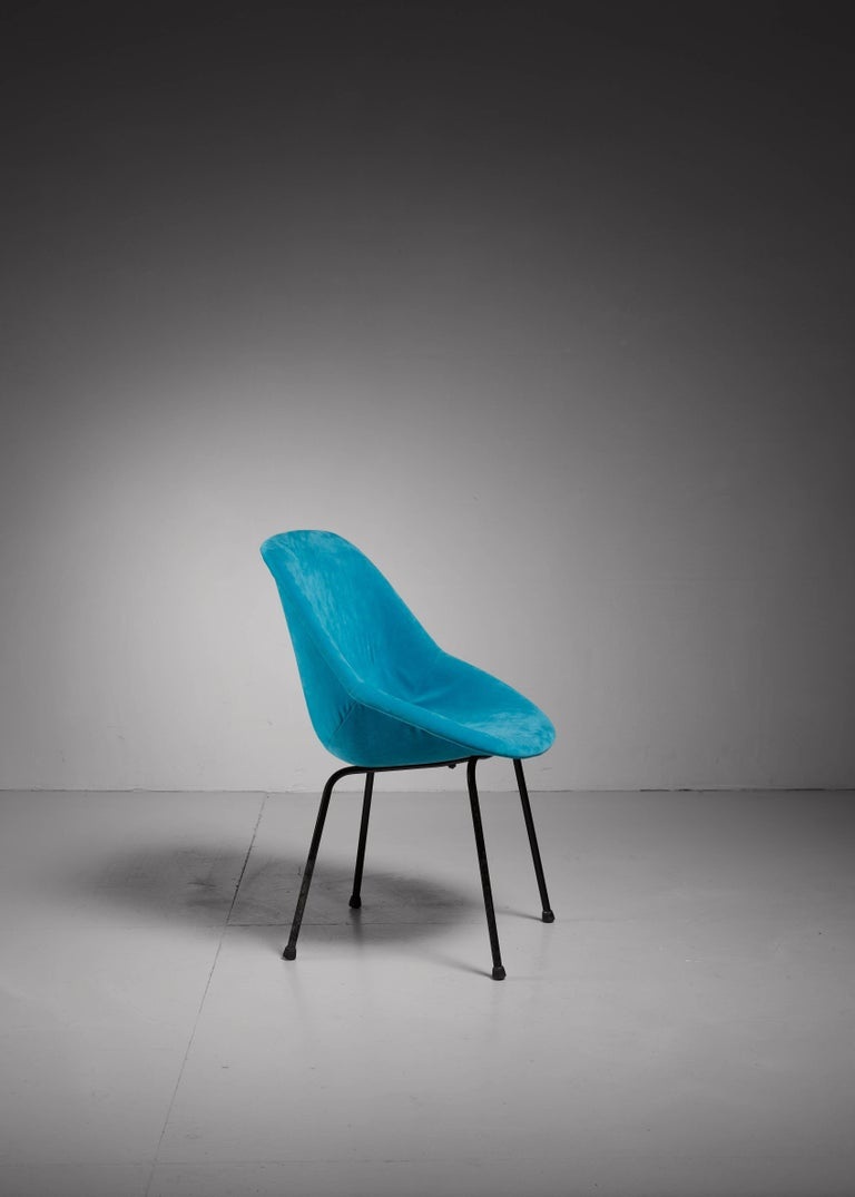 A remarkable chair by French designers Geneviève Dangles and Christian Defrance, designed for Burov in 1957. The molded polyester shell is covered with a soft, original fabric in ocean blue velvet and rests on black lacquered tubular metal legs.