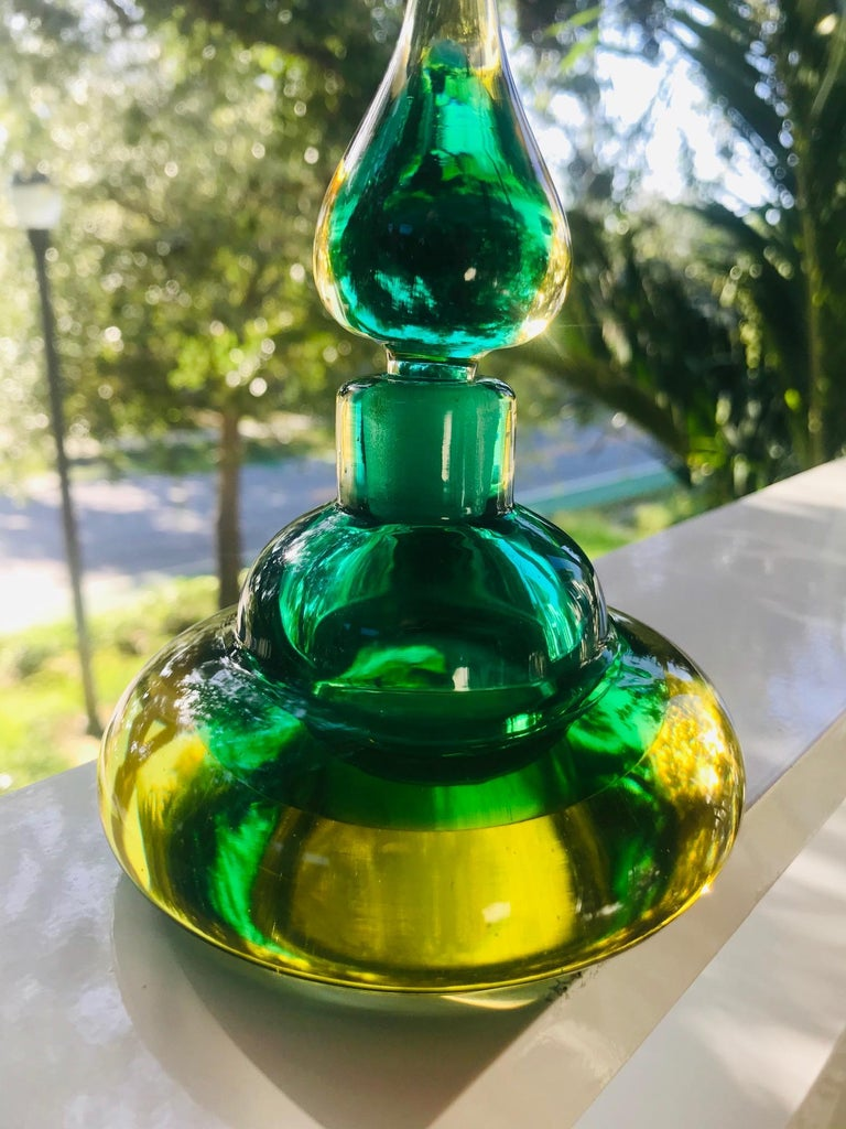 Genie Perfume Bottle in Green and Yellow Murano Glass by Flavio Poli, circa 1960 In Good Condition For Sale In Fort Lauderdale, FL