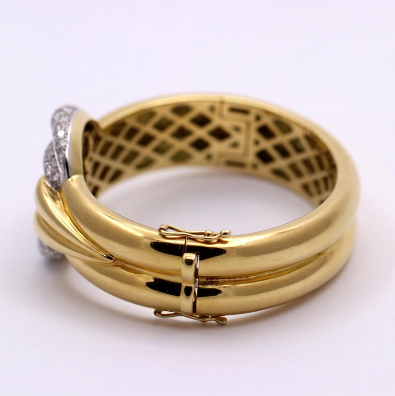 Gently Curving Yellow Gold Bracelet with Diamond Pave' Center In Good Condition For Sale In Blue Ridge, GA