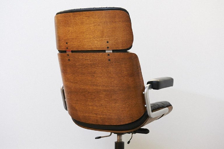 Restored: genuine leather armchair oak, master chair by Stoll or Giroflex, 1960s , design: Martin Stoll, completely overworked, recliner armchair swivel, height adjustable and with rocker mechanism (with adjustable resistance), wonderfully soft