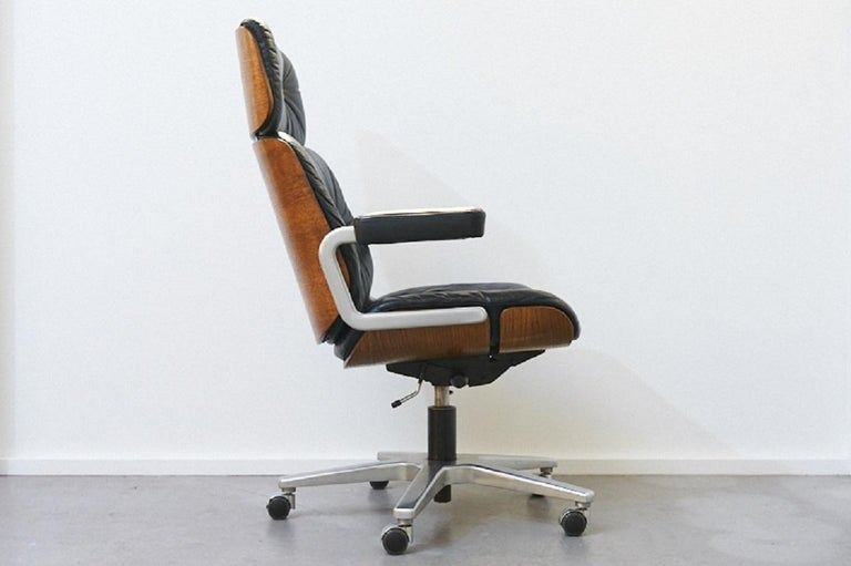 Genuine Leather Armchair Master Chair by Stoll or Giroflex, Oak, 1960s In Good Condition For Sale In Zurich, Zurich