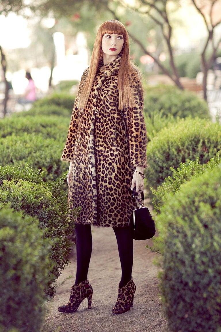 Genuine Leopard-Stenciled Mink Fur A-Line Stroller Coat - S-M, 1960s For Sale 4