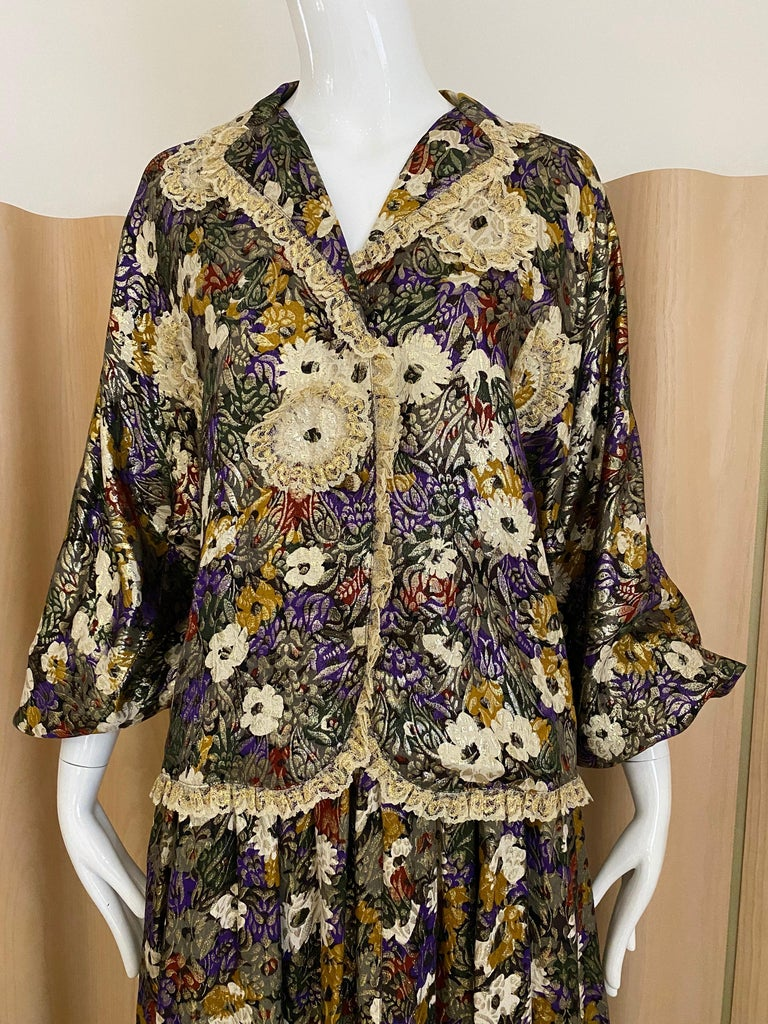 3 pcs 90s Geoffrey Beene silk lame floral print ( blue, gold, yellow, grey, purple, black and white ) long sleeve blouse , maxi skirt and pants.  Size: 6