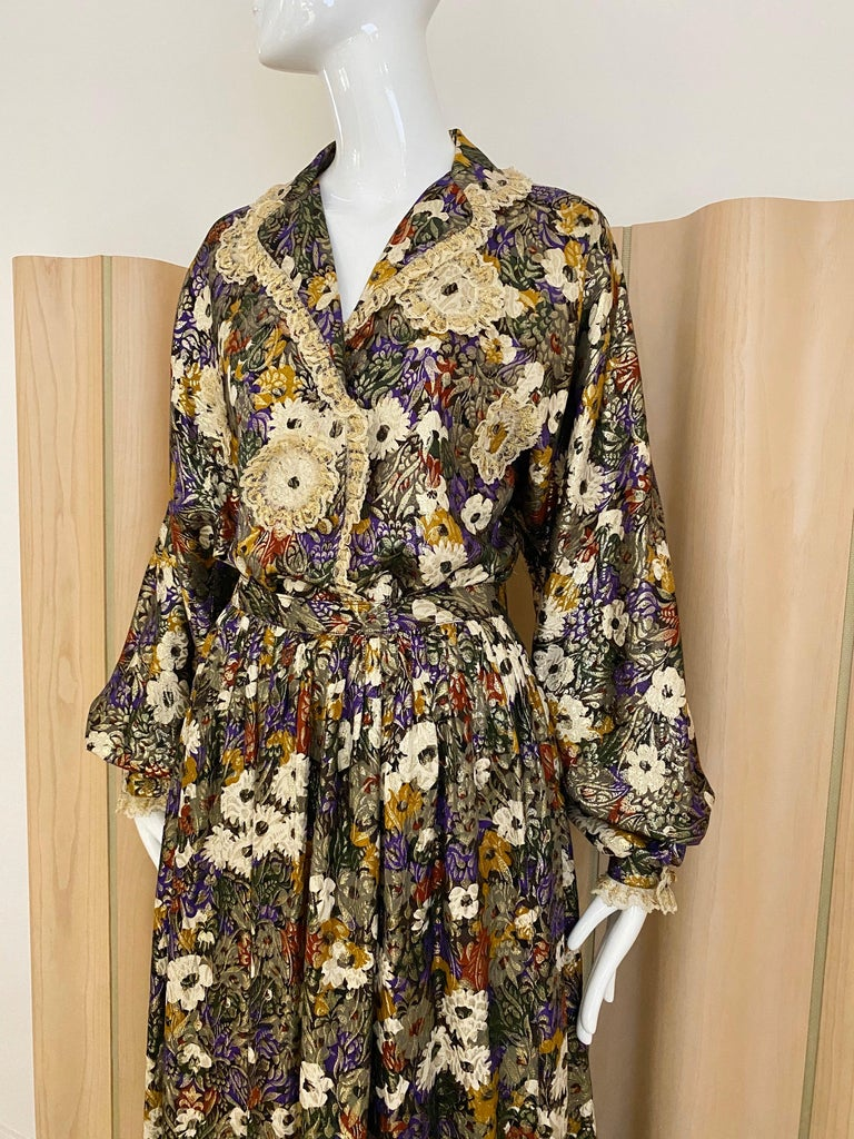 Geoffrey Beene Multi Color Floral Print Silk  Lamé Blouse Skirt  and pant  Set In Good Condition For Sale In Beverly Hills, CA