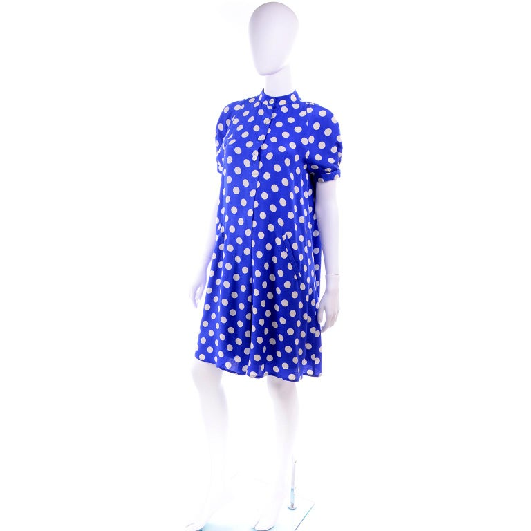 Geoffrey Beene Vintage Blue & White Silk Polka Dot Semi Tent Dress Size 6 In Excellent Condition For Sale In Portland, OR