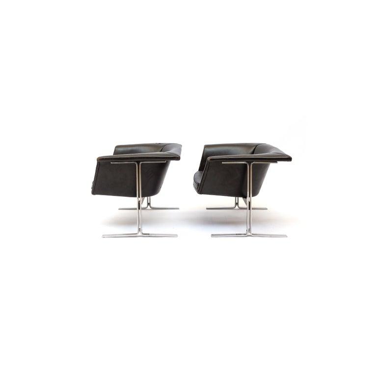 Mid-Century Modern vinyl lounge chair model 042, Netherlands, with flat steel base designed by Geoffrey Harcourt for Artiforte, circa 1963.