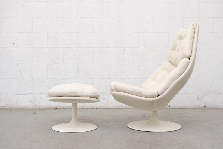 Beautiful white on white Geoffrey Harcourt f588 swivel lounge chair for Artifort with matching ottoman. White pedestal base. Newly upholstered in bone white fabric. Bases are in good original condition. Set price.