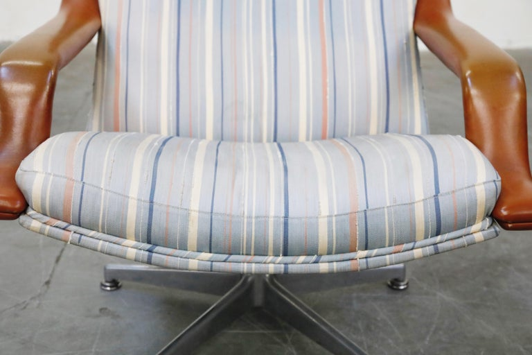 Geoffrey Harcourt for Artifort Model #F-140 Swivel Lounge Armchair, circa 1970s For Sale 5