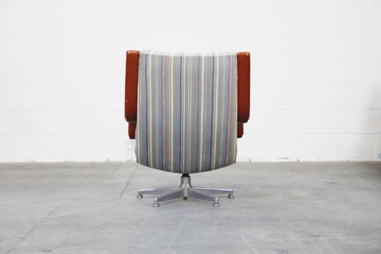 Late 20th Century Geoffrey Harcourt for Artifort Model #F-140 Swivel Lounge Armchair, circa 1970s For Sale