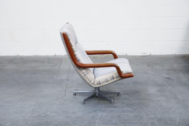 Geoffrey Harcourt for Artifort Model #F-140 Swivel Lounge Armchair, circa 1970s For Sale 1