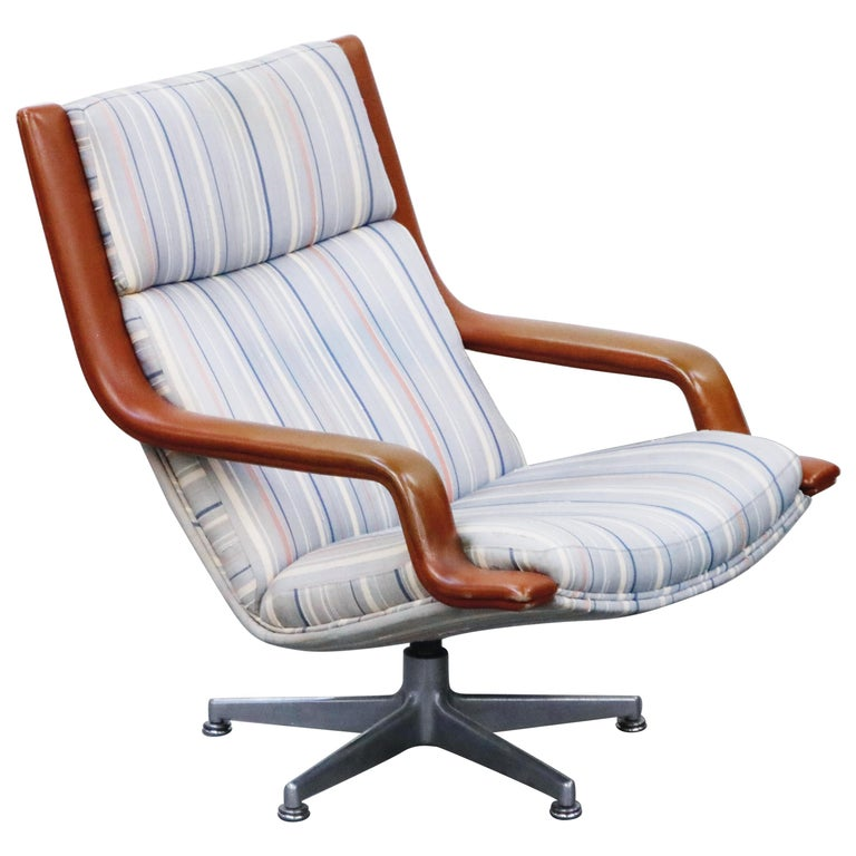 Geoffrey Harcourt for Artifort Model #F-140 Swivel Lounge Armchair, circa 1970s For Sale