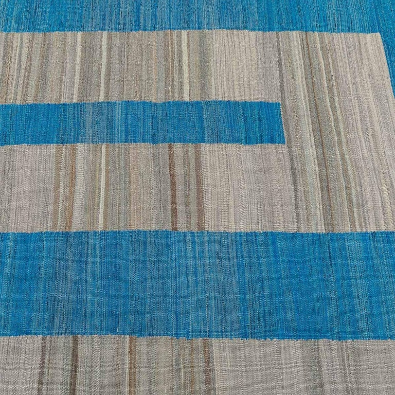 Geometric Contemporary, Blue and Gray Kilim Design In New Condition For Sale In MADRID, ES
