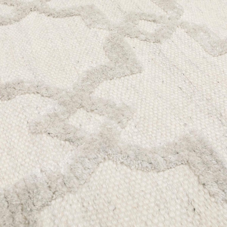 Geometric Silk and Wool Soft Gray Rug For Sale 4