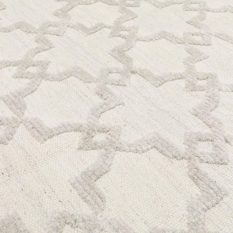 Geometric Silk and Wool Soft Gray Rug For Sale 6