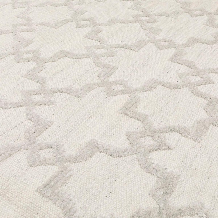 Geometric Silk and Wool Soft Gray Rug For Sale 7