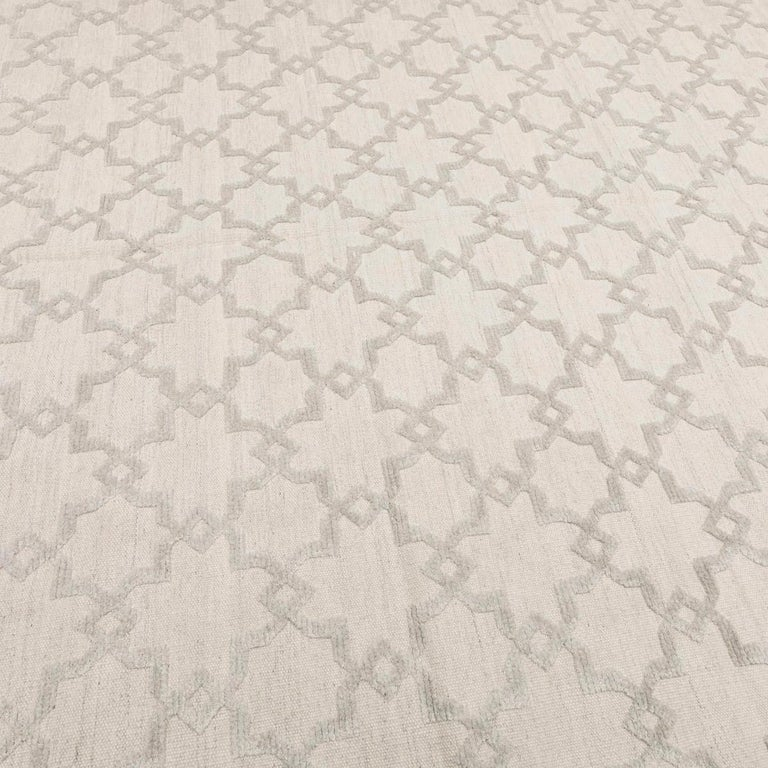 Geometric Silk and Wool Soft Gray Rug For Sale 1