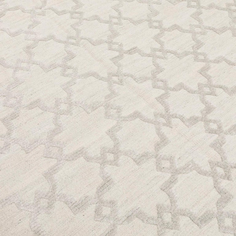 Geometric Silk and Wool Soft Gray Rug For Sale 3