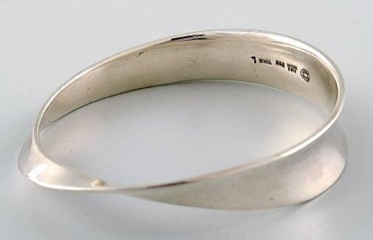 Georg Jensen bracelet - Vivianna Torun Bülow-Hübe. Sterling silver. Designed 1968. Stamped TORUN, Georg Jensen. Model no. 206. Interior dimensions 7cm. x 5.5 cm. Size Large. 51.7 grams. In perfect condition.