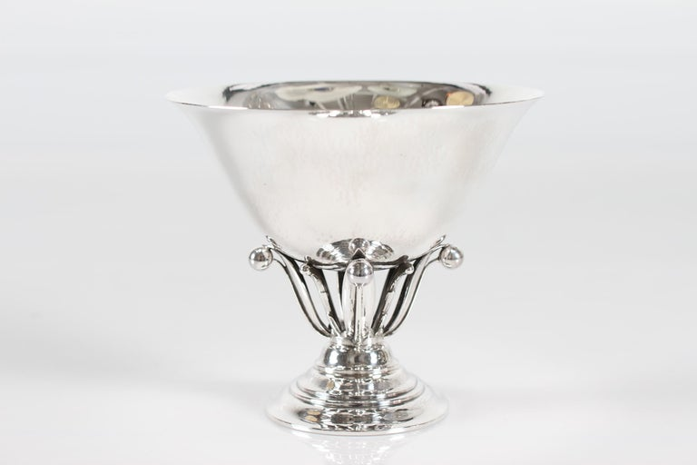 Georg Jensen Sterling Silver Handcrafted Footed Bowl No 6 by Johan Rohde In Good Condition For Sale In Aarhus C, DK