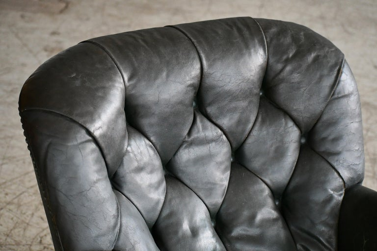 Georg Kofoed Attributed Danish 1940s Lounge Chair in Tufted Dark Green Leather In Good Condition For Sale In Bridgeport, CT