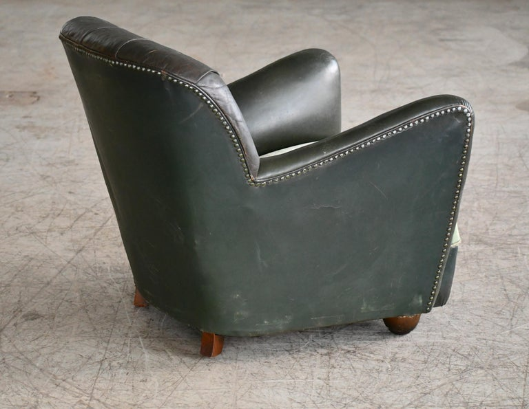 Georg Kofoed Attributed Danish 1940s Lounge Chair in Tufted Dark Green Leather For Sale 2
