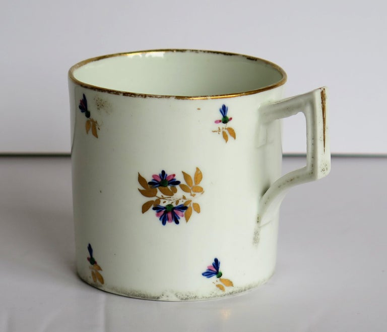 George 3rd Derby Coffee Can Chantilly Sprigs Pattern 129, circa 1805-1810 For Sale 2