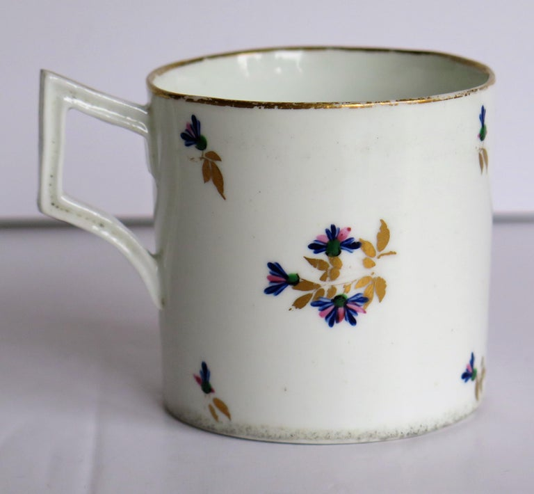 George 3rd Derby Coffee Can Chantilly Sprigs Pattern 129, circa 1805-1810 For Sale 3