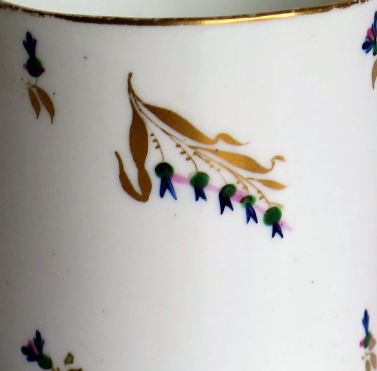 George 3rd Derby Coffee Can Chantilly Sprigs Pattern 129, circa 1805-1810 For Sale 6