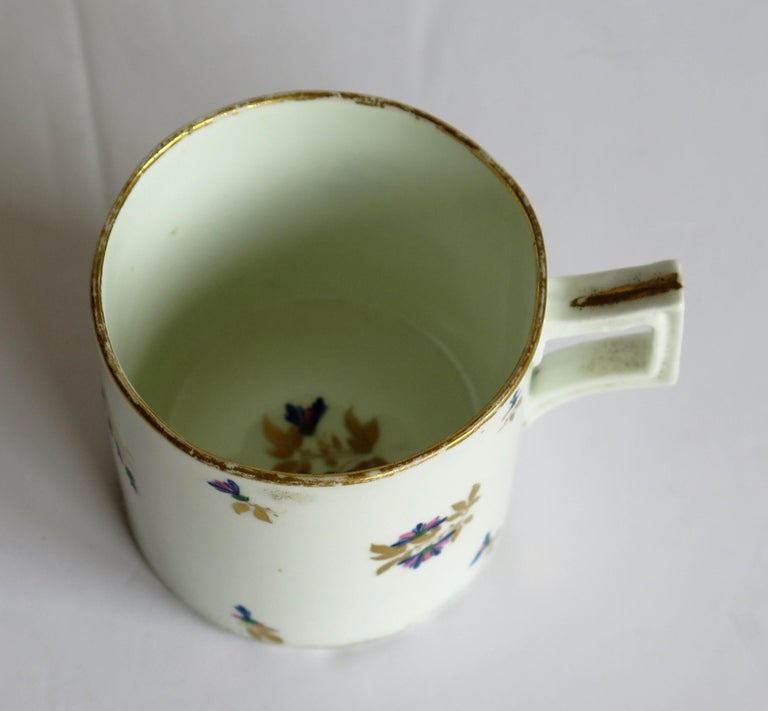 George 3rd Derby Coffee Can Chantilly Sprigs Pattern 129, circa 1805-1810 For Sale 7