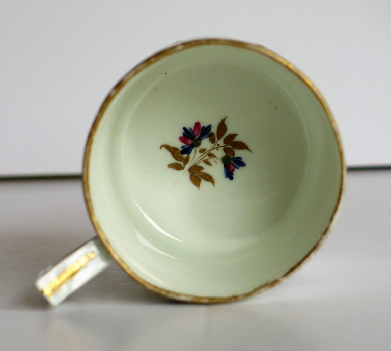 George 3rd Derby Coffee Can Chantilly Sprigs Pattern 129, circa 1805-1810 For Sale 8