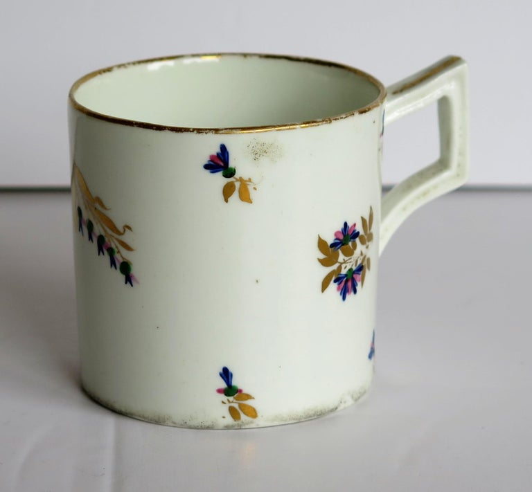 English George 3rd Derby Coffee Can Chantilly Sprigs Pattern 129, circa 1805-1810 For Sale