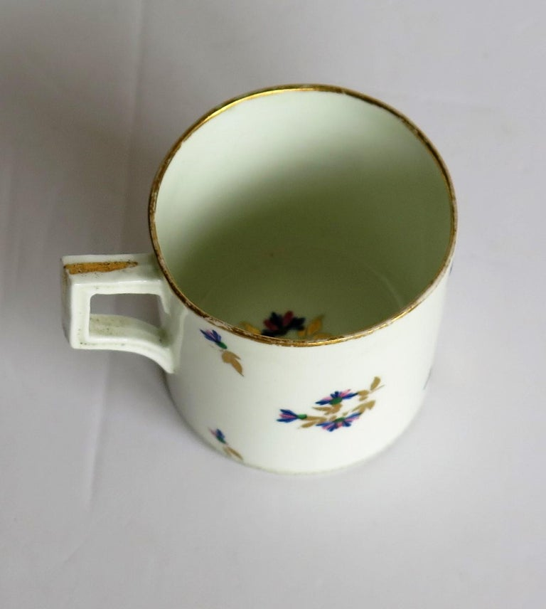 Hand-Painted George 3rd Derby Coffee Can Chantilly Sprigs Pattern 129, circa 1805-1810 For Sale